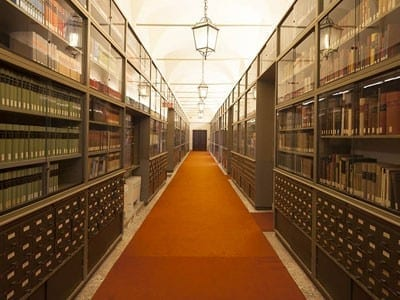 1/6 - Venice and the East library at the Giorgio Cini Foundation where the A. Daniélou's archive is located.